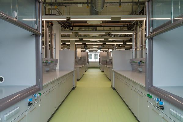 Neubau Chemie- und Biotechnologie der Hochschule Darmstadt (CuB), Labor (Foto: Christoph Rau)
