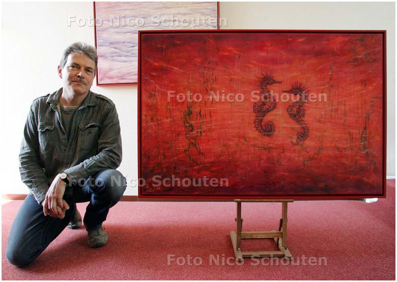 AD/HC - Kunstenaar Bert Verlaan bij zijn kunstwerken - DELFT 29 APRIL 2008 - FOTO NICO SCHOUTEN