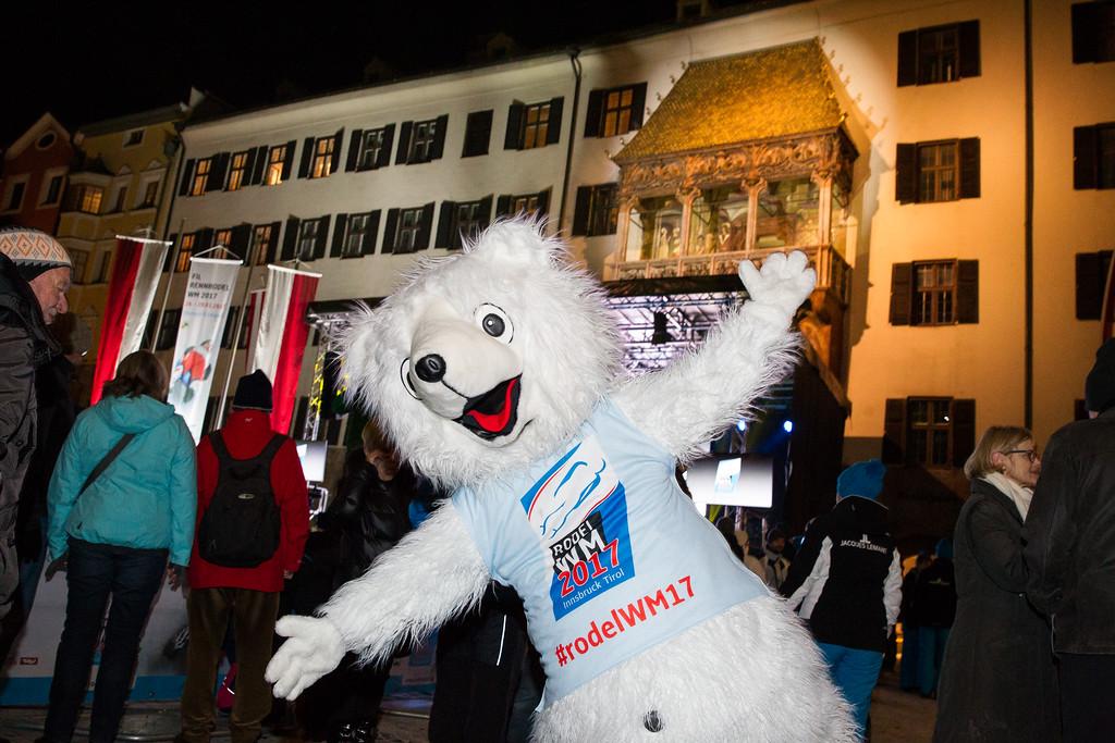 Fotograf: kristen-images.com / Michael Kristen // 26.01.2017 / Altstadt Innsbruck / Rodeln / FIL Rennrodel WM 2017 / Rodel Austria / Kunstbahn / Eröffnungszeremonie
