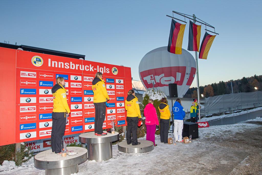 Fotograf: kristen-images.com / Michael Kristen // 18.11.2017 / Bobbahn Innsbruck-Igls / Rodeln / Rennrodel Weltcup - WC 2017 / Kunstbahnrodeln / Bild: Siegerehrung / Preisverleih / Damen