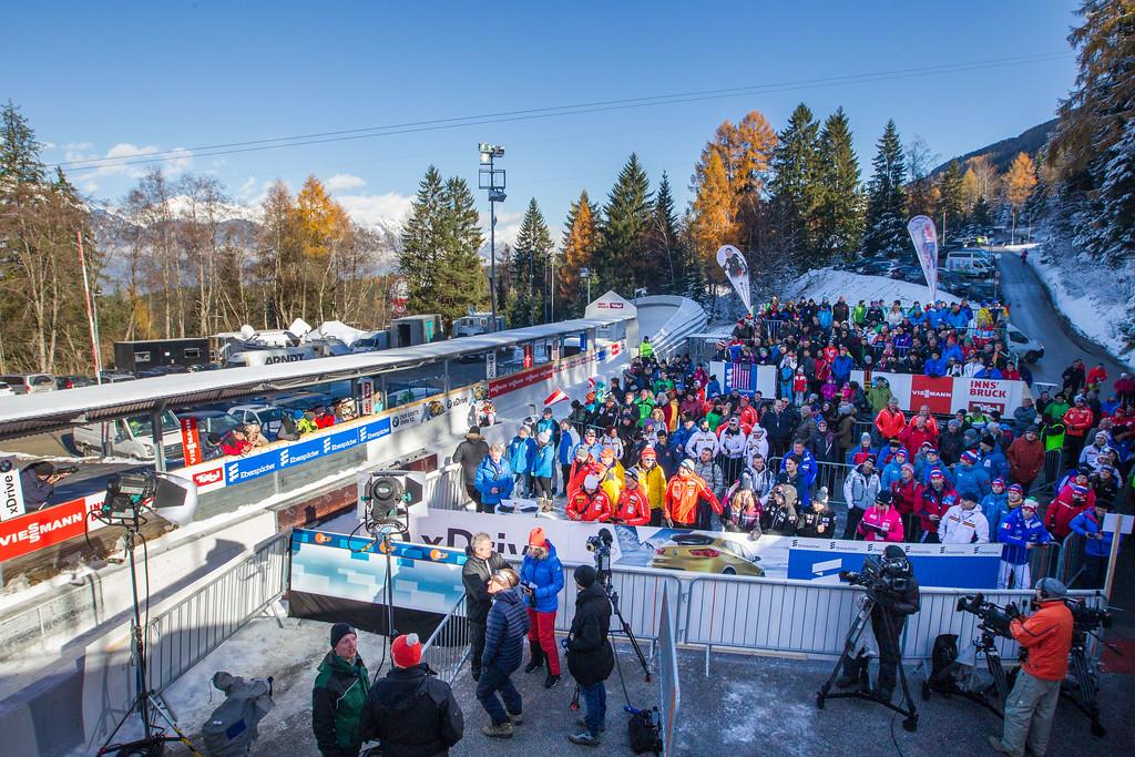 Fotograf: kristen-images.com / Michael Kristen // 18.11.2017 / Bobbahn Innsbruck-Igls / Rodeln / Rennrodel Weltcup - WC 2017 / Kunstbahnrodeln / Bild: Auslauf - Zuschauer, Fans