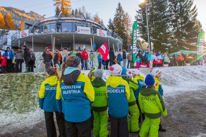 Fotograf: kristen-images.com / Michael Kristen // 18.11.2017 / Bobbahn Innsbruck-Igls / Rodeln / Rennrodel Weltcup - WC 2017 / Kunstbahnrodeln / Bild: Zielkurve, Bobcafé