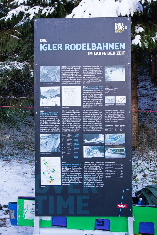 Fotograf: kristen-images.com / Michael Kristen // 18.11.2017 / Bobbahn Innsbruck-Igls / Rodeln / Rennrodel Weltcup - WC 2017 / Kunstbahnrodeln / Bild: Informationstafel Rodelgeschichte
