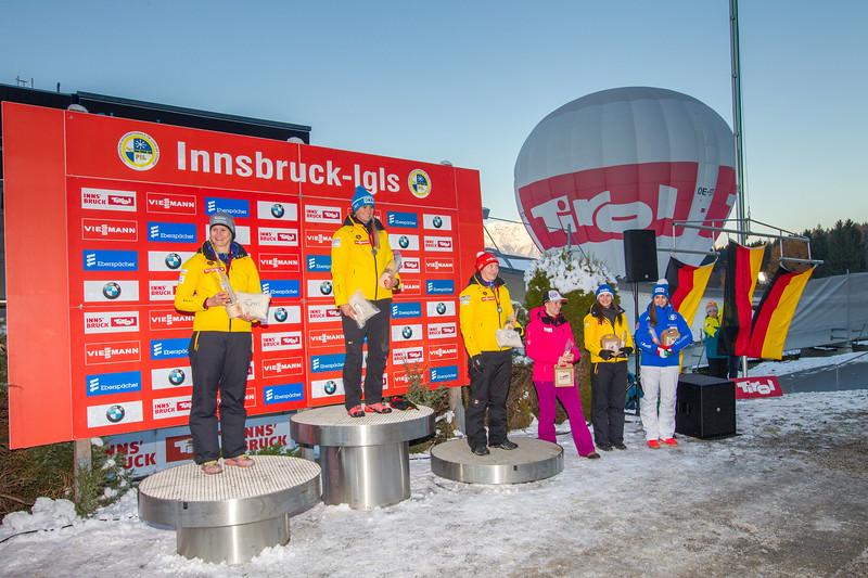 Fotograf: kristen-images.com / Michael Kristen // 18.11.2017 / Bobbahn Innsbruck-Igls / Rodeln / Rennrodel Weltcup - WC 2017 / Kunstbahnrodeln / Bild: Siegerehrung / Preisverleihung / Damen