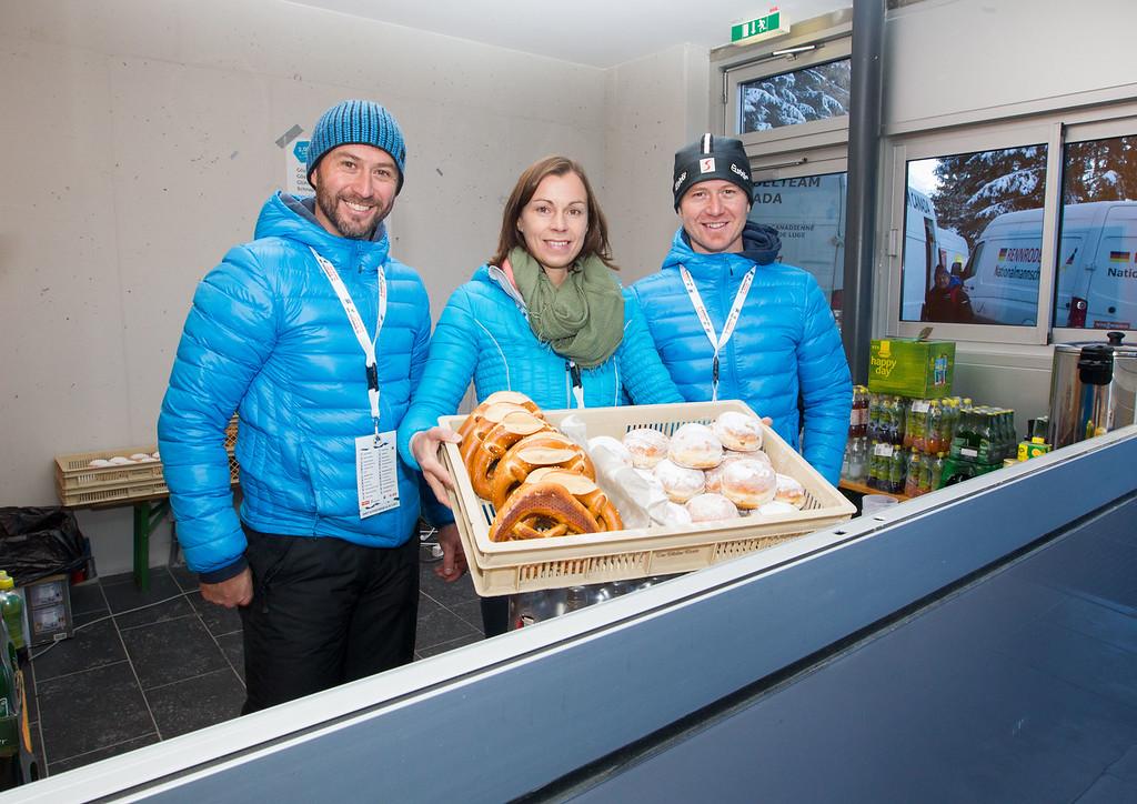 Fotograf: kristen-images.com / Michael Kristen // 18.11.2017 / Bobbahn Innsbruck-Igls / Rodeln / Rennrodel Weltcup - WC 2017 / Kunstbahnrodeln / Bild: Kiosk Damenstart