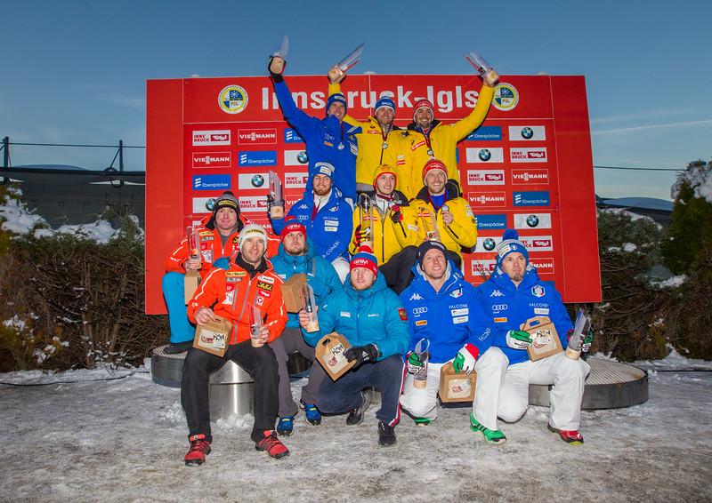 Fotograf: kristen-images.com / Michael Kristen // 18.11.2017 / Bobbahn Innsbruck-Igls / Rodeln / Rennrodel Weltcup - WC 2017 / Kunstbahnrodeln / Bild: Siegerehrung / Preisverleihung / Doppelsitzer
