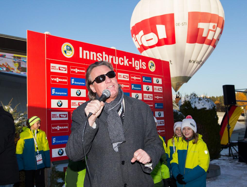 Fotograf: kristen-images.com / Michael Kristen // 18.11.2017 / Bobbahn Innsbruck-Igls / Rodeln / Rennrodel Weltcup - WC 2017 / Kunstbahnrodeln / Bild: Werner West (Sänger)