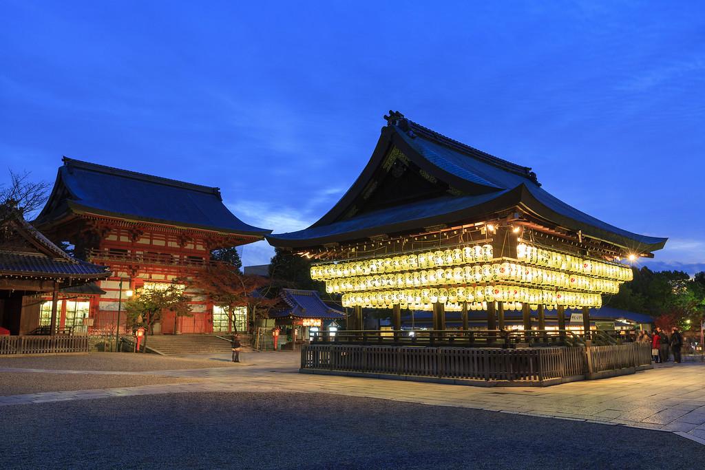 Yasaka-jinja Shrine. Editorial credit: Narongsak Nagadhana / Shutterstock.com