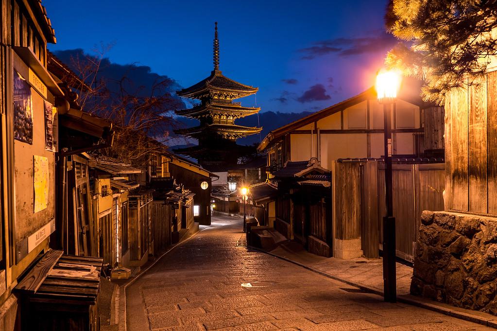Yasaka-no-To Pagoda in Southern Higashiyama. Editorial credit: pio3/ Shutterstock.com
