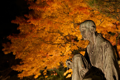Statue of Miyazaki Yûzen, Founder of Yûzen style textile dyeing  With Autumn Foliage at Chion-in Temple in Kyôto