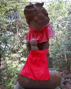 Lion statue at Fushimi Inari Shrine