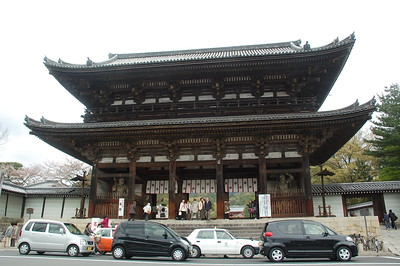 Ninna-ji Temple's Niomon gate was built in 1644