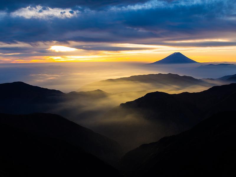 Mt Fuji from Kita-dake. Editorial credit: Pongpet Sodchern / Shutterstock.com