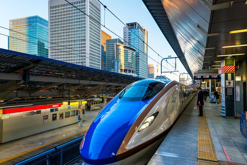 Shinkansen in Tokyo Station. Editorial credit: Joshua Davenport / Shutterstock.com