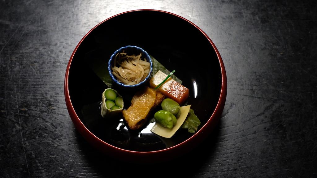 The hassun platter at Izusen in Daitokuji Temple.