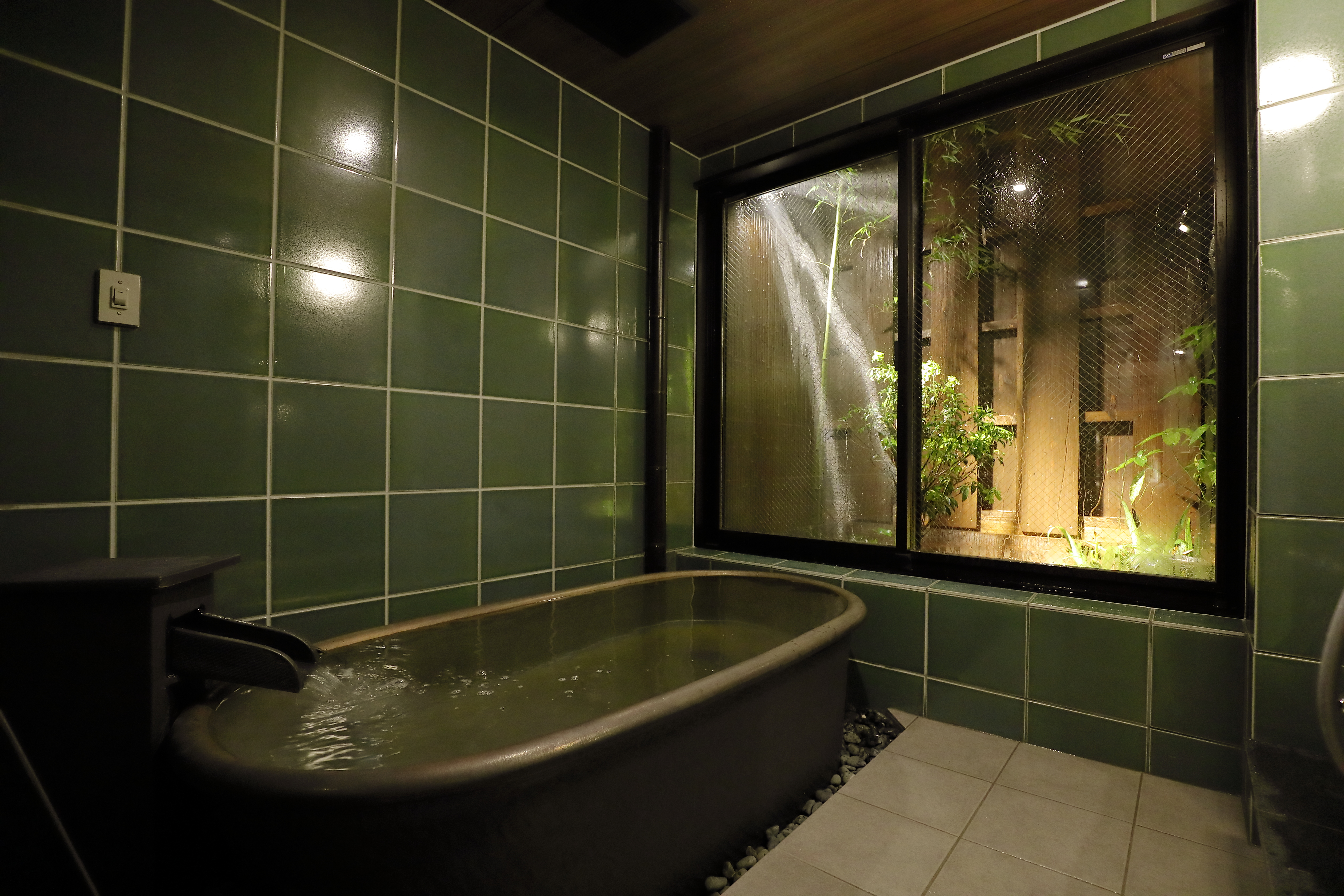 Junei Hotel bathroom