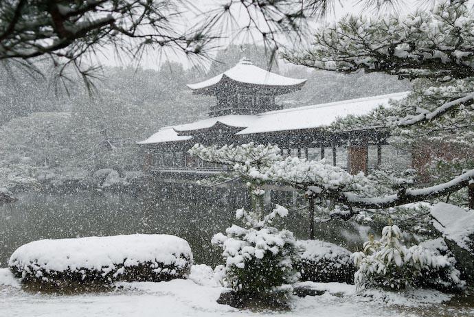 Snowy Gardens of the Heian Shrine image copyright Jeffrey Friedl