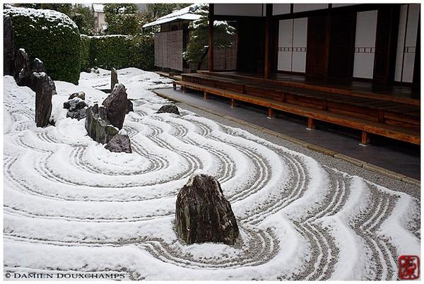 Zuiho-in Zen garden under snow image copyright Damien Douxchamps