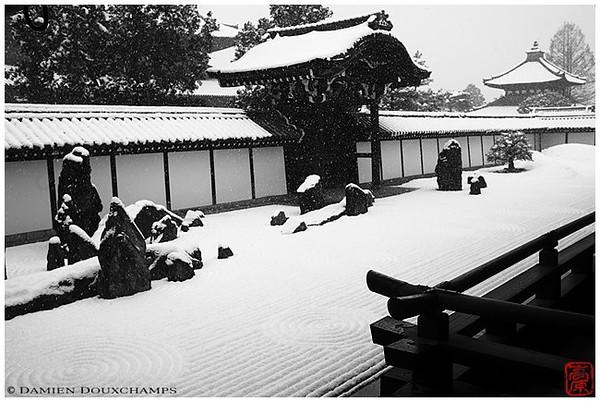 Tofuku-ji Temple Hojo garden in winter image copyright Damien Douxchamps