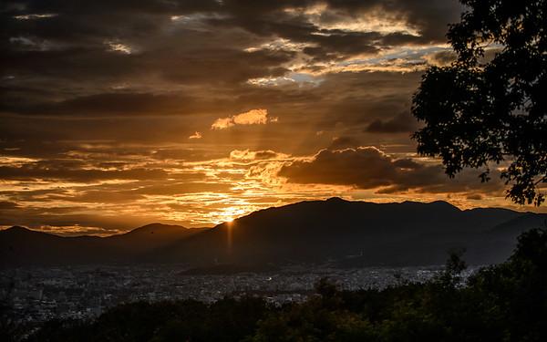 Beautiful sunset over the city of Kyoto image copyright Jeffrey Friedl