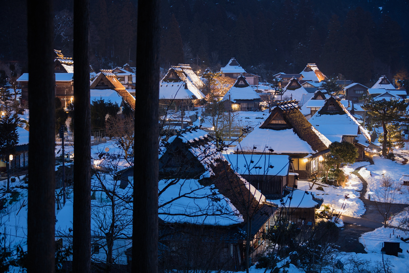 Snow on the thatched-roof houses in Kayabuki-no-Sato