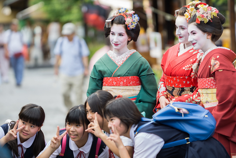 """Schoolgirls posing with """"geishas for a day"""""""
