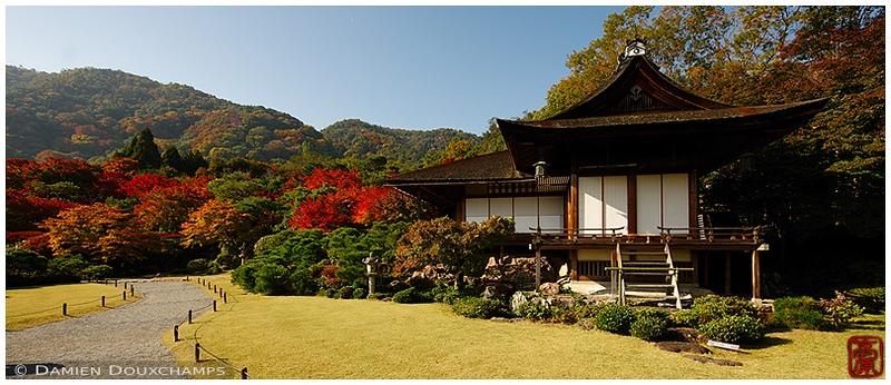 Okochi-Sanso Villa with fall foliage: copyright Damien Douxchamps