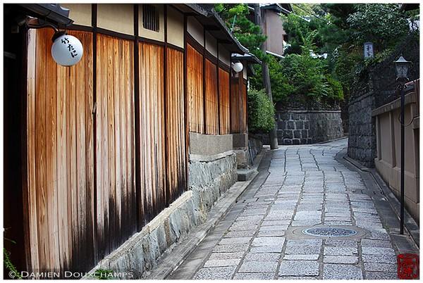 Ishibei-koji Alley in Southern Higashiyama: copyright Damien Douxchamps