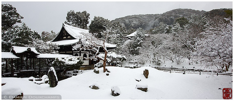 Kodai-ji Temple after a snowfall: copyright Damien Douxchamps