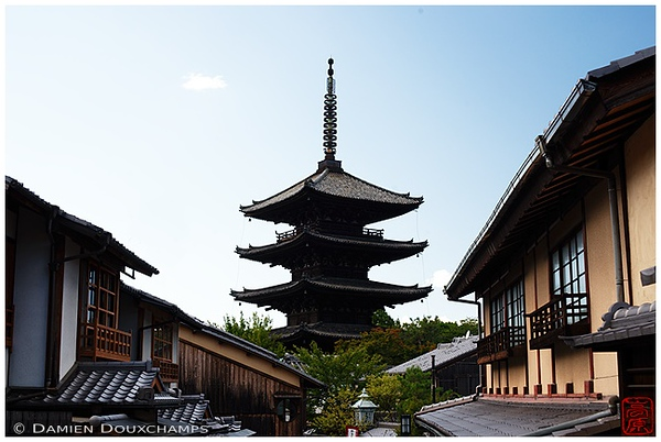 Yasaka-no-to Pagoda: copyright Damien Douxchamps
