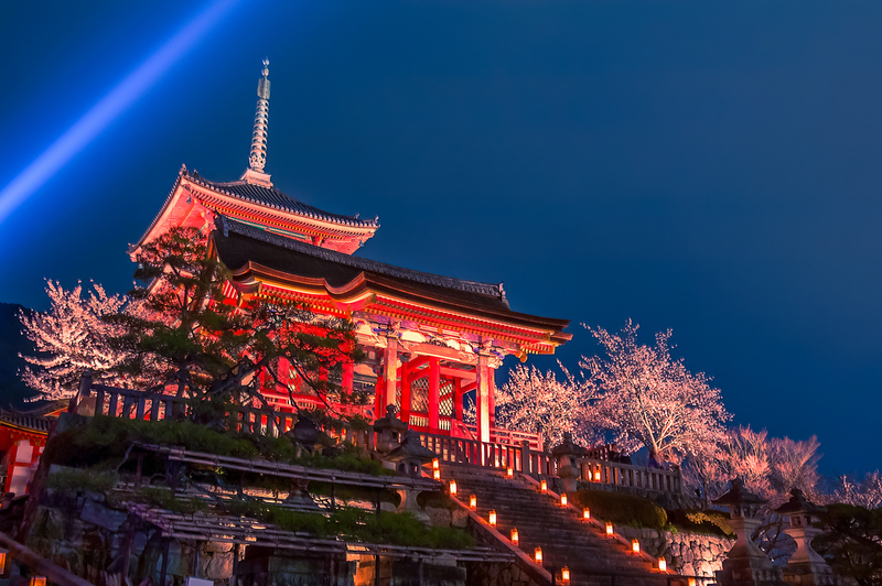 Kiyomizu-dera Temple lit up during cherry blossom season. Editorial credit: Salawin Chanthapan / Shutterstock.com