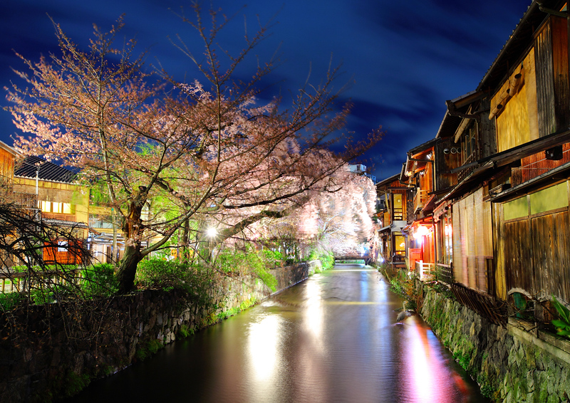 Gion Shirakawa in the evening. Editorial credit: leungchopan / Shutterstock.com