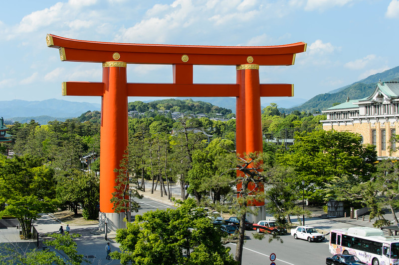 Heian Shrine torii gate with the Museum Of Metropolitan Art to the right - image copyright Jeffrey Friedl