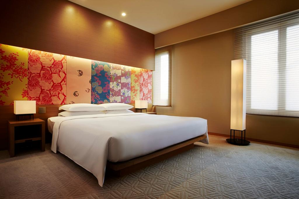 Hyatt Regency guest room