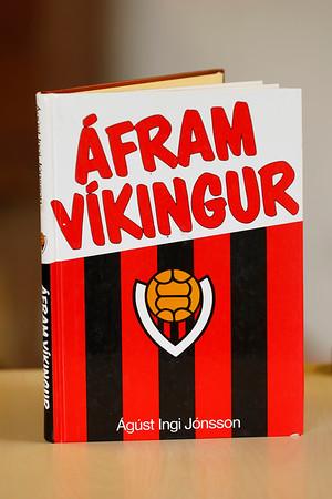 Áfram Víkingur : saga Knattspyrnufélagsins Víkings í 75 ár