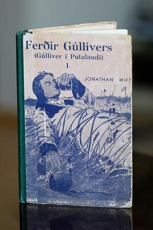 Ferðir Gúllívers  I - Gúliver í putalandi/ Jonathan Swift (1667-1745) ; [Tryggvi Magnússon (1900-1960) teiknaði myndirnar]  Á frummáli: Gulliver's travels.  Reykjavík : Heimdallur, 1939(-1940 ): 1 af 2 b. (64 ;( 64 s).) : teikn. ; 22 sm.  1.b.: Gúlliver í Putalandi (2.b.: Gúlliver í Risalandi ).