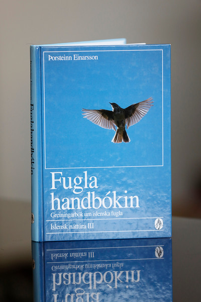 Fuglahandbókin : greiningarbók um íslenska fugla
