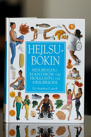 Heilsubókin : fjölskylduhandbók um hollustu og heilbrigði / Stephen Carroll