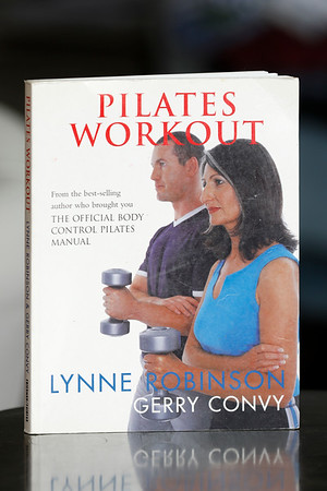 Pilates workout / Lynne Robinson & Gwerry Convy