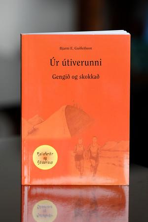 Úr útiverunni : gengið og skokkað / Bjarni E. Guðleifsson