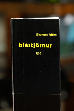 Blástjörnur : ljóð / Jóhannes Björn