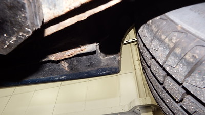 Right rear sill end
