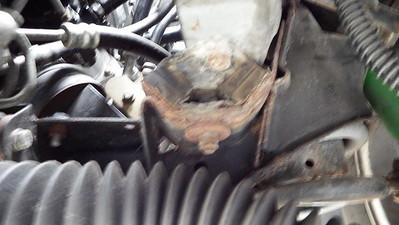 Front V mount - Rusting, seperating