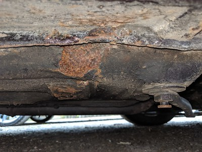 Moderate rust front RH jacking point (imporoper jacking) - May require weld repair