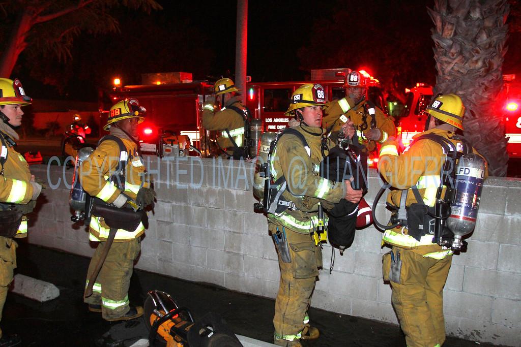 LAFD_Cozycroft Fire_017