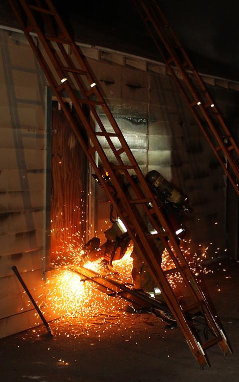 LAFD_STRUCT FIRE_ BURBANK BLBD GARAGES___14