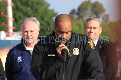 LAFD QUAKE DRILL 88__030  LAFD Chief Peaks contacting OCD by radio.