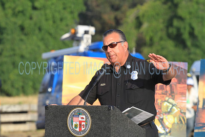 LAFD QUAKE DRILL 88__007  LAFD Captain Steve Ruda at the Podium, addressing News Media reporters.