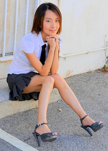 beautiful la woman model 741.09..