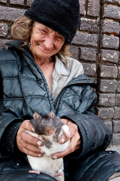 """""""He loves his Mama,"""" she said of her pet rat."""